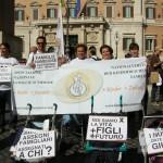 Il presidente della Consulta delle Famiglie della Val di Fassa al presidio di Roma dell'Associazione Nazionale Famiglie Numerose