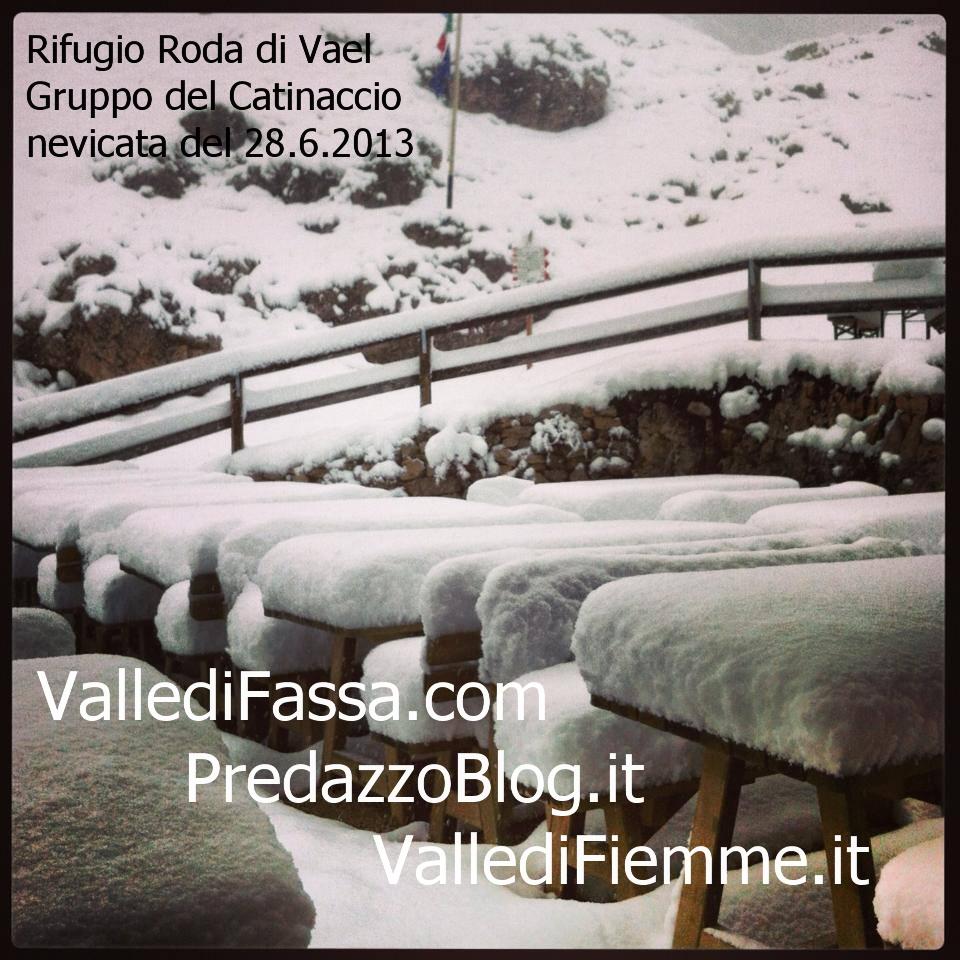 rifugio roda di vael nevicata 28.6.13 fassa