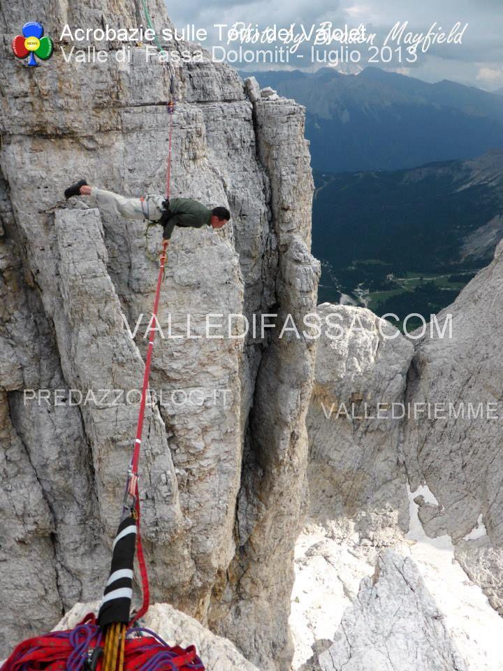 acrobati sulle torri del vaiolet - fassa - luglio 2013 ph Mattia Felicetti8