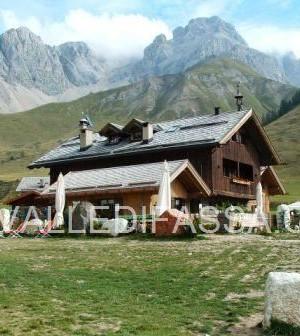 rifugio Fuciade Valle di Fassa