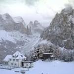 Valle di Fassa: passi chiusi e neve in quota – Smottamento a Moena