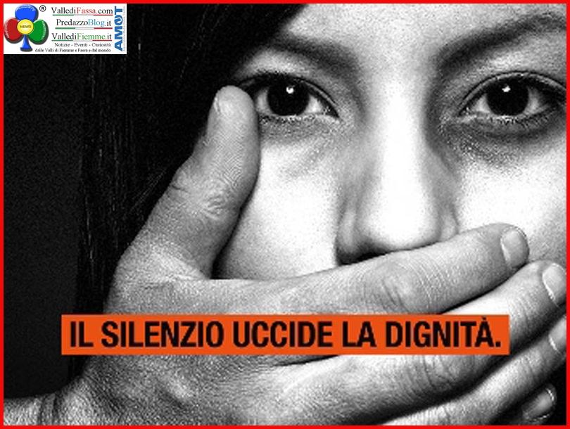 violenza sulle donne Un punto nero sul palmo della mano di una donna = SOS