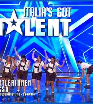 Le schuhplattlerinnen di fassa a italia s got talent video fassa eventi foto e notizie - Sculacciate a letto ...