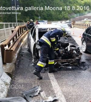 incendio autovettura galleria moena 18.8.2016 vvf moena1
