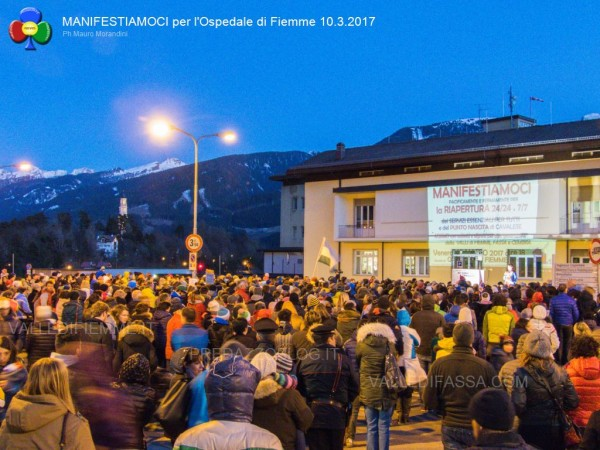 manifestiamoci-ospedale-fiemme-10.3.2017-predazzoblog11-600x450