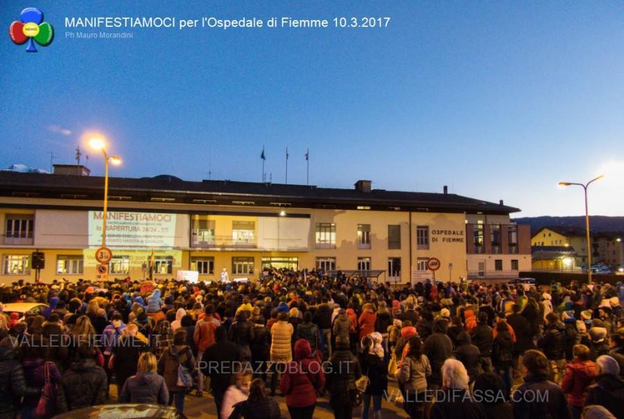 manifestiamoci-ospedale-fiemme-10.3.2017-predazzoblog8-900x605